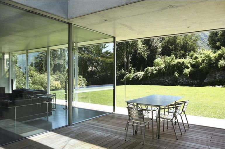 Como funcionam as cortinas de vidro