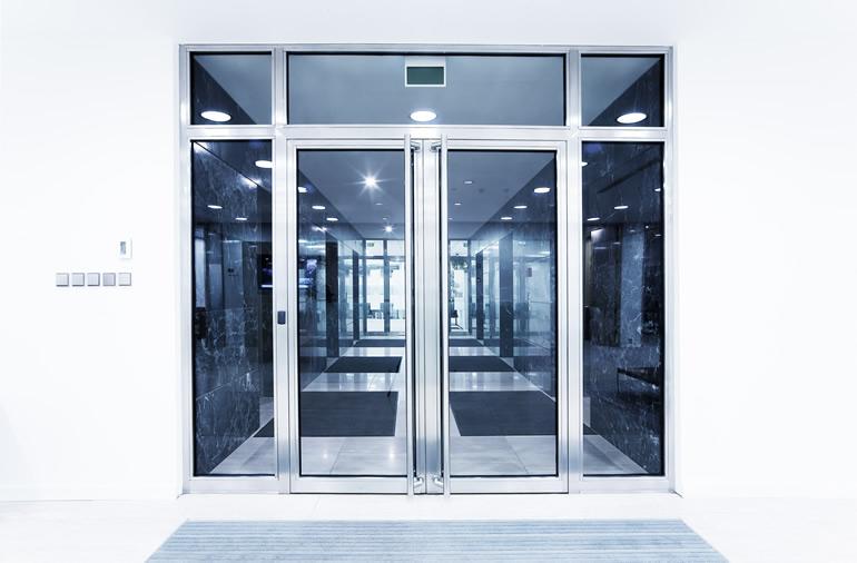 portas de entrada em PVC e alumínio
